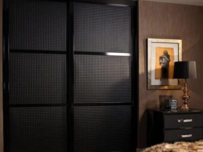 Шкаф-Купе черная Эко-Кожа
